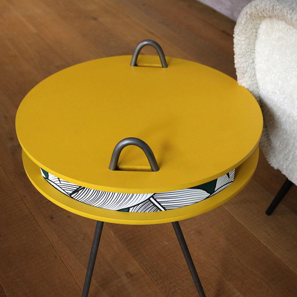 Table d'appoint CASSETTE jaune - Bordure papier végétal Noir et vert
